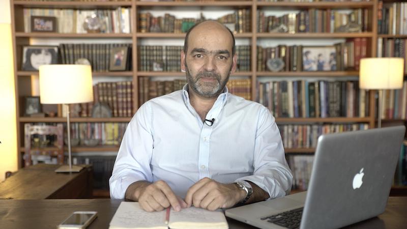 Imagem da notícia: Escola de Gemologia abre em português