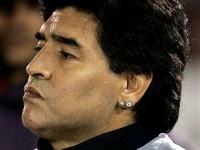 Imagem da notícia: Brinco de Maradona leiloado