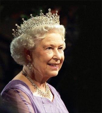 Imagem da notícia: Palácio de Buckingham exibe joias da rainha