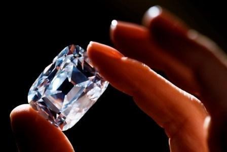 Imagem da notícia: O diamante incolor mais caro do mundo