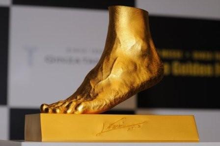 """Imagem da notícia: Messi e o """"Pé de Ouro"""" solidário"""