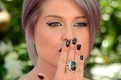 Imagem da notícia: Verniz com diamantes