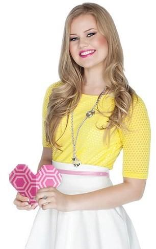 Imagem da notícia: Rapariga de 17 anos gere marca de 'design' de joias