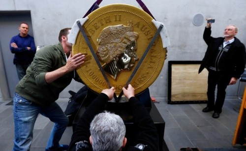 Imagem da notícia: A maior moeda de ouro do mundo está em digressão europeia