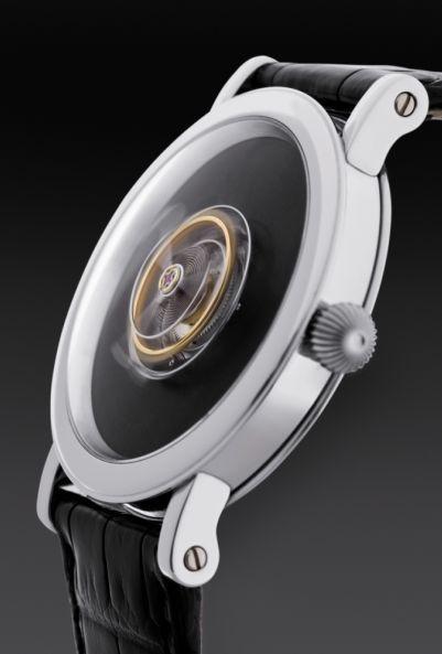 """Imagem da notícia: Novo relógio de luxo com turbilhão """"voador"""""""