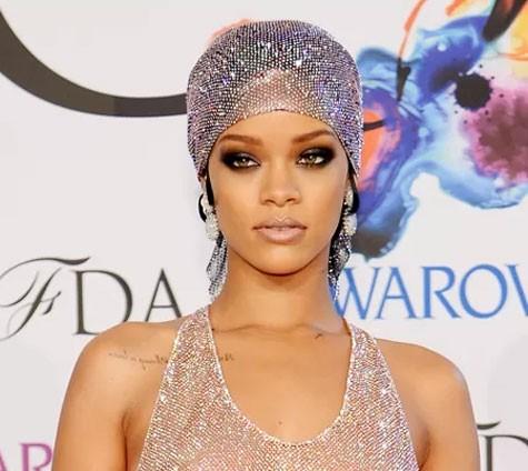 Imagem da notícia: Rihanna une moda a Joalharia