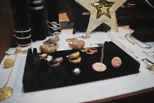 Imagem da notícia: Castrus aposta na prata rosa e dourada