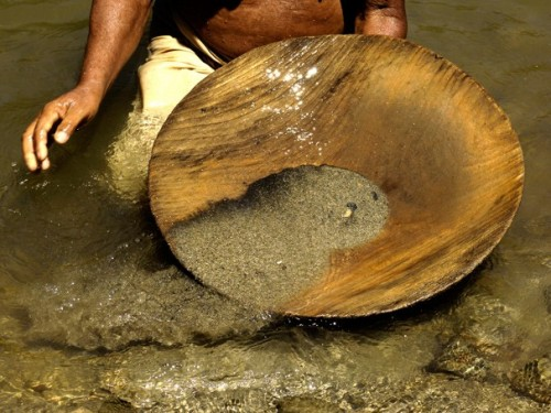 Imagem da notícia: Minas de ouro ilegais destruídas no Perú