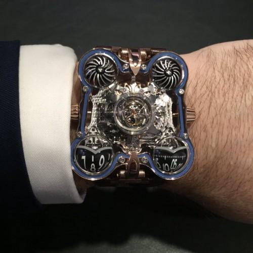 Imagem da notícia: Novo relógio de luxo transparente