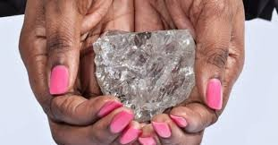 Imagem da notícia: Diamante de grandes dimensões submetido a leilão