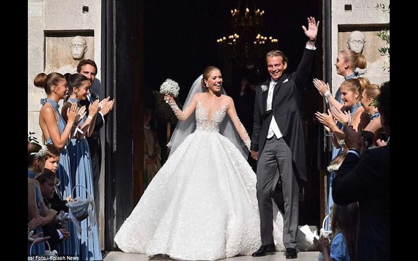 Imagem da notícia: 500 mil cristais Swarovski em vestido de noiva