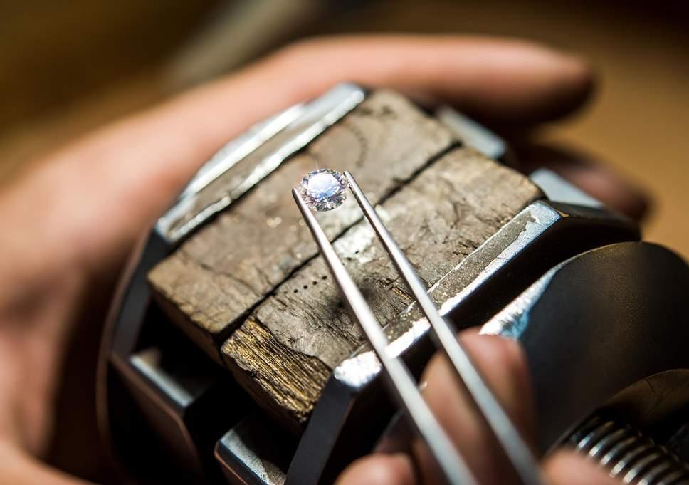 """Imagem da notícia: Fábrica em Sevilha """"cultiva"""" diamantes sintéticos"""