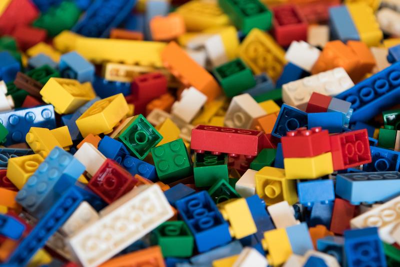 Imagem da notícia: É melhor investir em Lego ou em ouro?