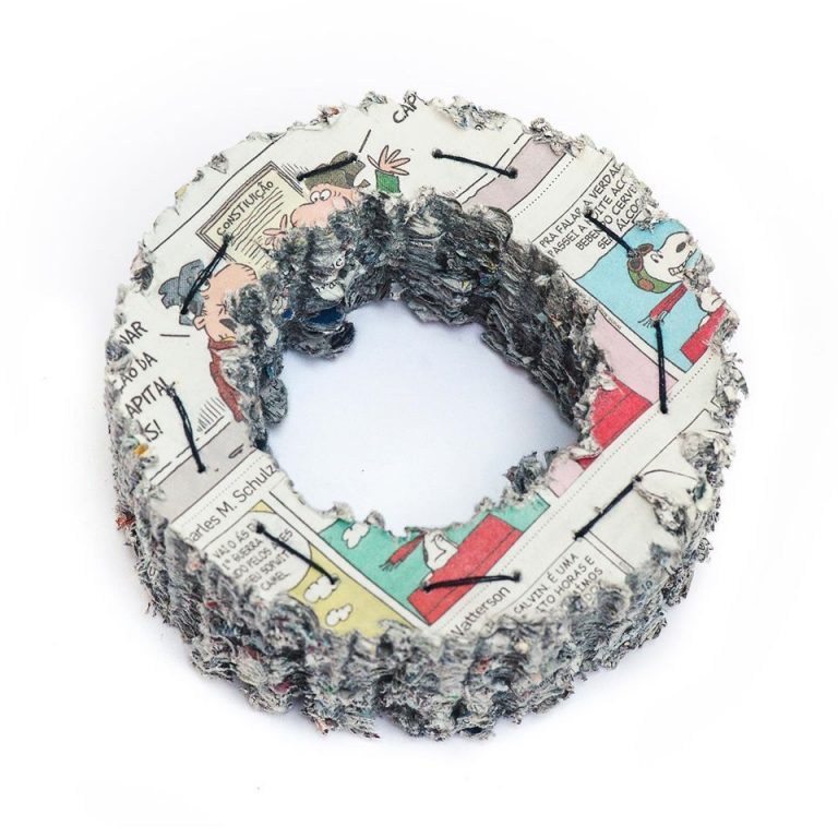"""Imagem da notícia: """"Eloquência do papel, joias"""" na galeria Autoria"""