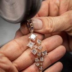 Imagem da notícia: Chopard lança coleção sustentável com atriz Marion Cotillard