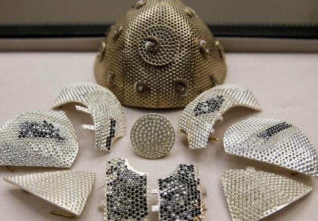 Imagem da notícia: Yvel desenvolve máscara de proteção mais cara do mundo