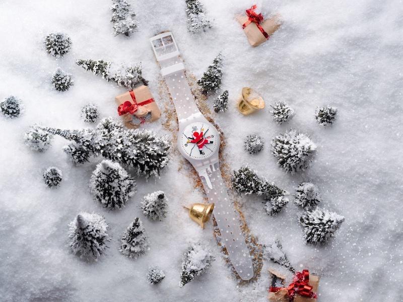 Imagem da notícia: Swatch apresenta relógio HoHoOuch para este Natal