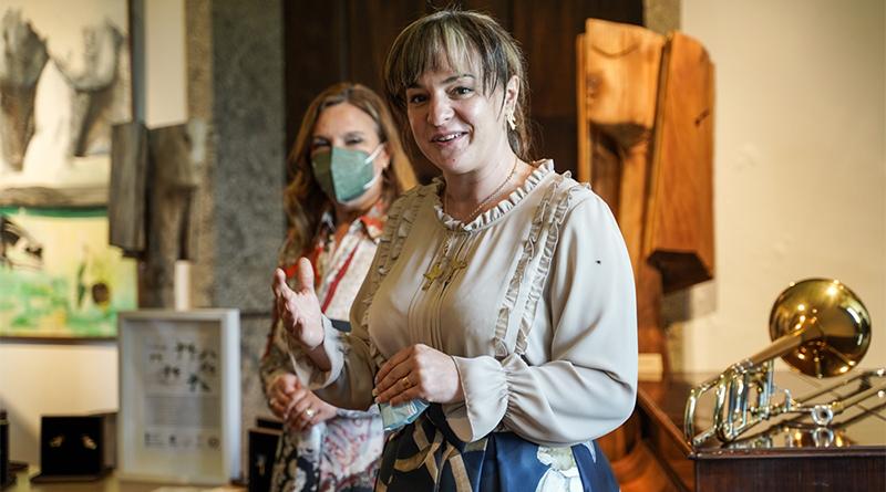 """Imagem da notícia: Sylvie Castro apresentou os brincos 'pássaros' que completam colar da marca """"Namorar Portugal"""""""