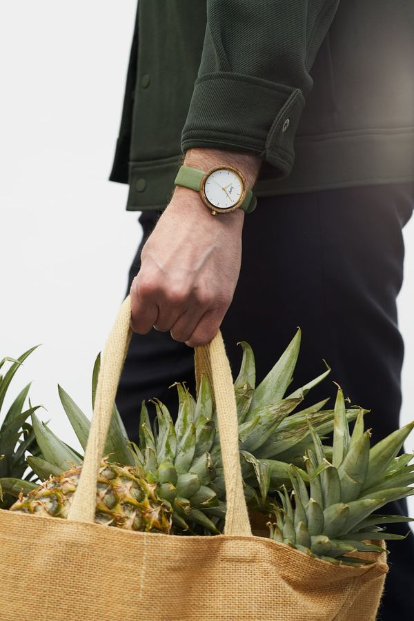 Imagem da notícia: Hemp MVMNT cria relógio com cânhamo e couro de abacaxi